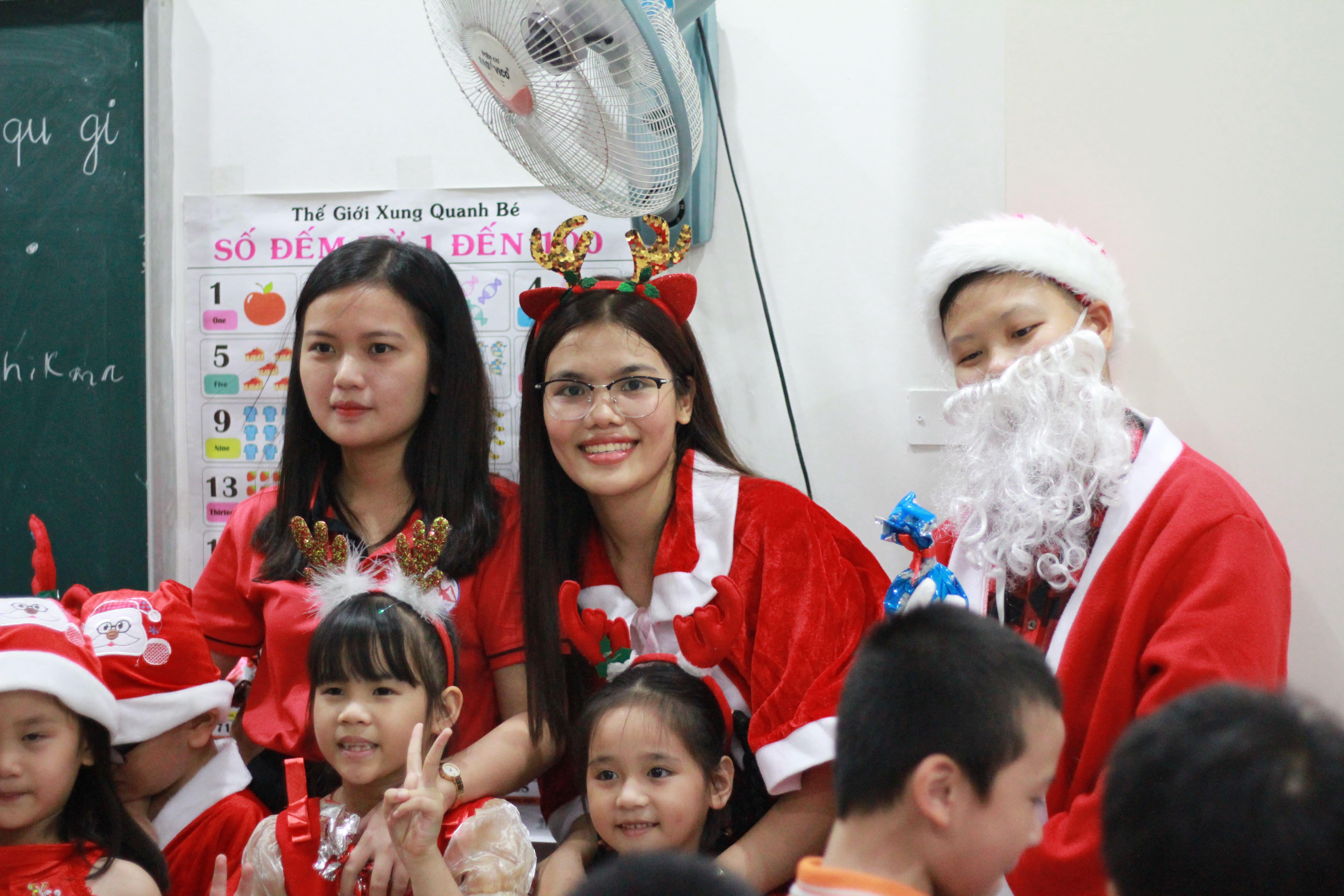 Giáng sinh và kỉ niệm 10 năm thành lập trung tâm Lan ANh